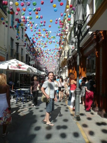 Ronda, Spanien - Einkaufstraße bei Arena